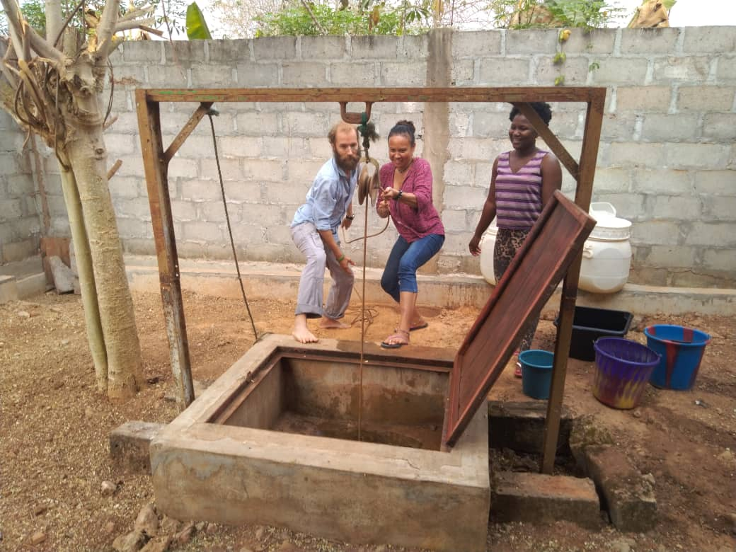 Drawing water from well with Leela (middle) and Francine (right) with @chloe_kira.creer. Abengourou, Cote d'Ivoire.
